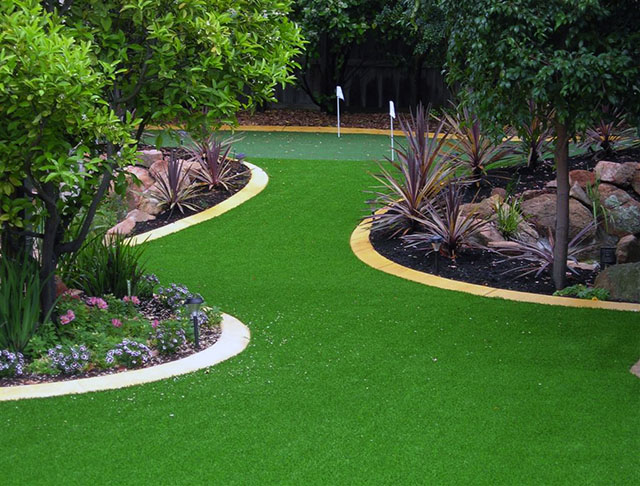 backyard putting green made with synthetic turf